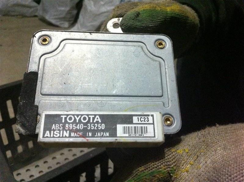 Блок управления abs Toyota Hilux Surf 185
