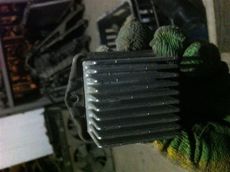 Резистор реостат отопителя печки Suzuki Grand Vitara 54