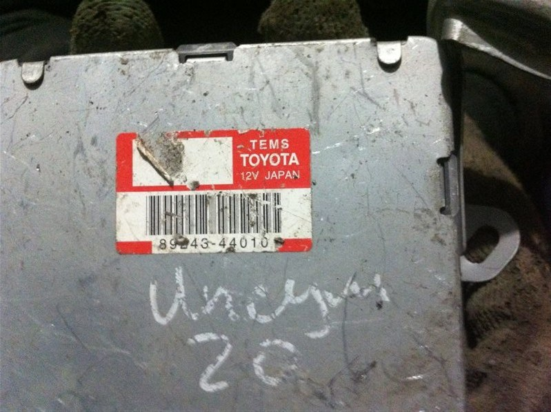 Блок управления подвеской Toyota Ipsum 26