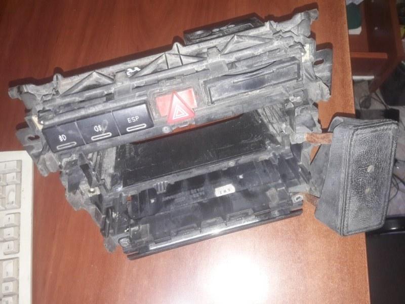 Центральная консоль Audi A4 B5 УНИВЕРСАЛ ARG 1.8 НЕ ТУРБО 2000