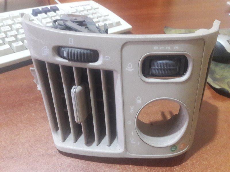 Дефлектор. регулятор воздушного потока Mercedes-Benz E240 WDB210 M112.911 E24 1998