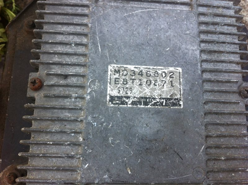 Блок управления форсунками Mitsubishi Pajero 46 6G74 1995