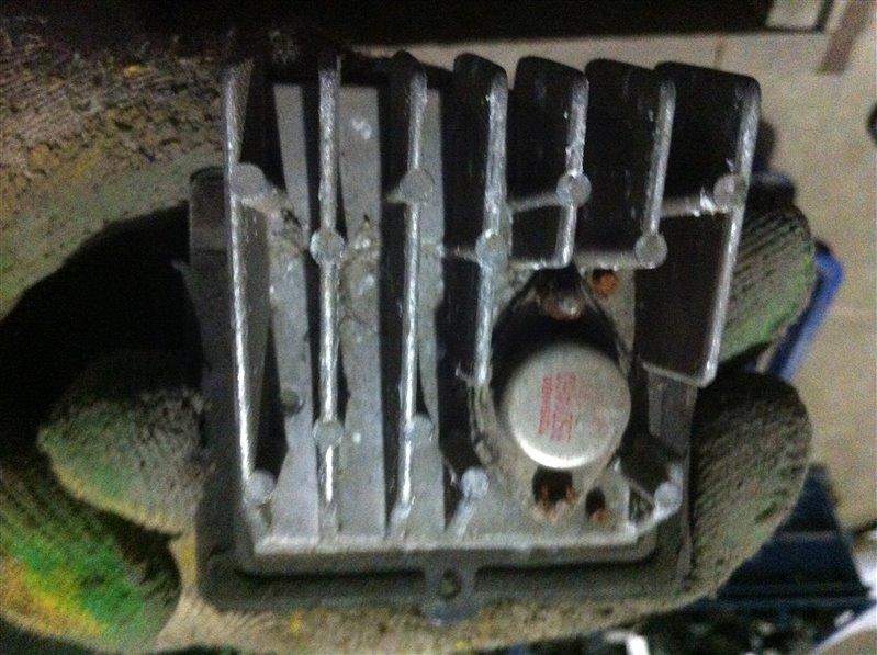 Резистор реостат отопителя печки Toyota Mark Ii 80