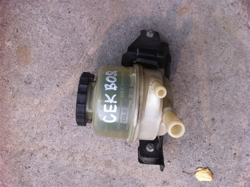 Бачок для тормозной жидкости Toyota Sequoia UCK45 2UZ FE 2005