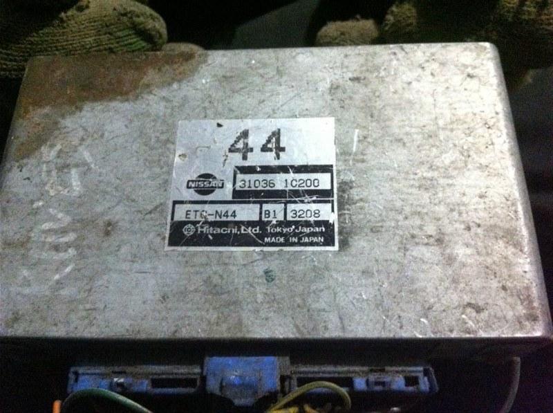 Бортовой компьютер блок управления двс Nissan Rnessa 30