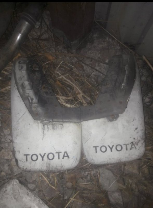 Брызговик Toyota Sprinter AE90 AE91 AE95 5AFE 1991 задний