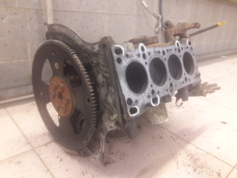 Блок двигателя Mazda Demio DW3W B3 2001