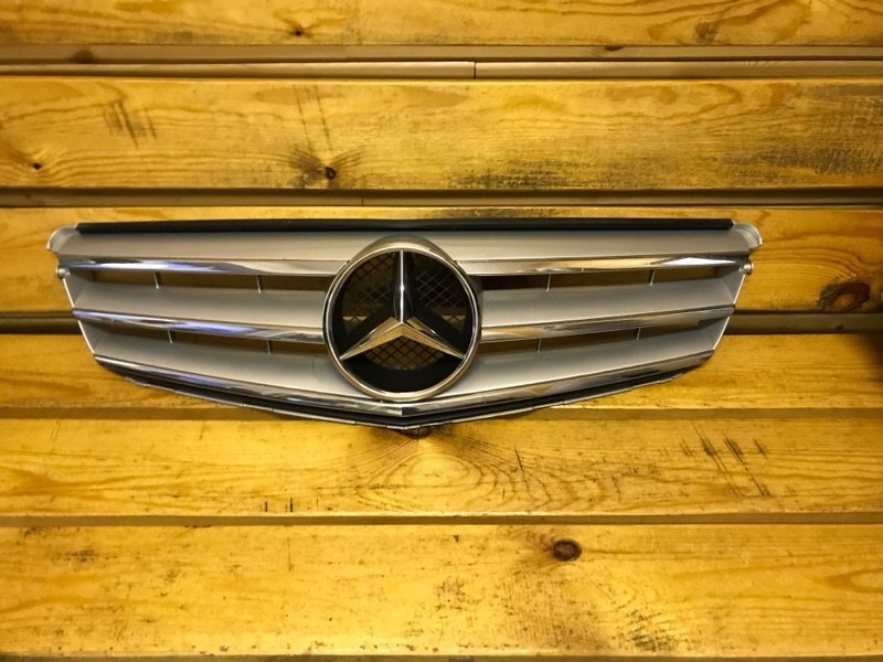 Решетка радиатора Mercedes-Benz C-Classe 204 2011