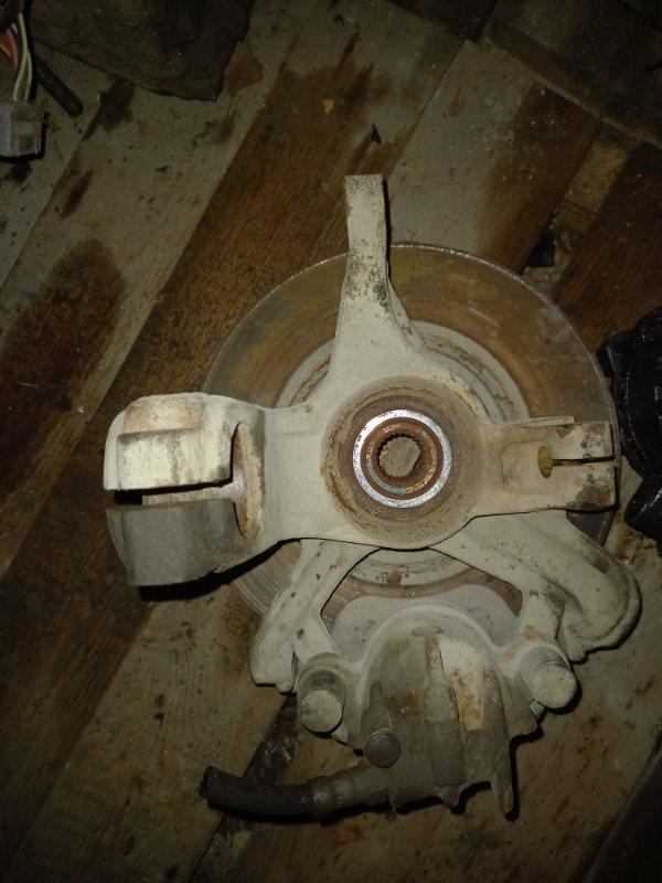 Поворотный кулак, ступица Ford Focus 1 ZETEC 2.0 , DURATEC 1.6 2004 передний правый