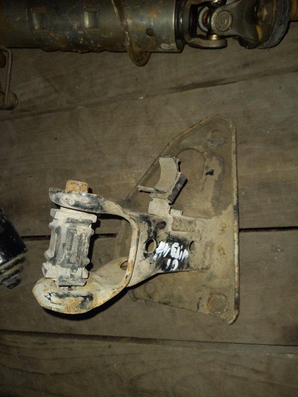 Кронштейн опоры двигателя Nissan Avenir PNW10 SR20DE 1995
