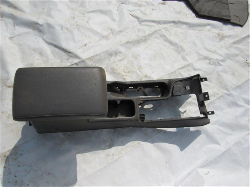 Бардачок между сиденьями Nissan Nissan TR50 ZD30DDTI 2000