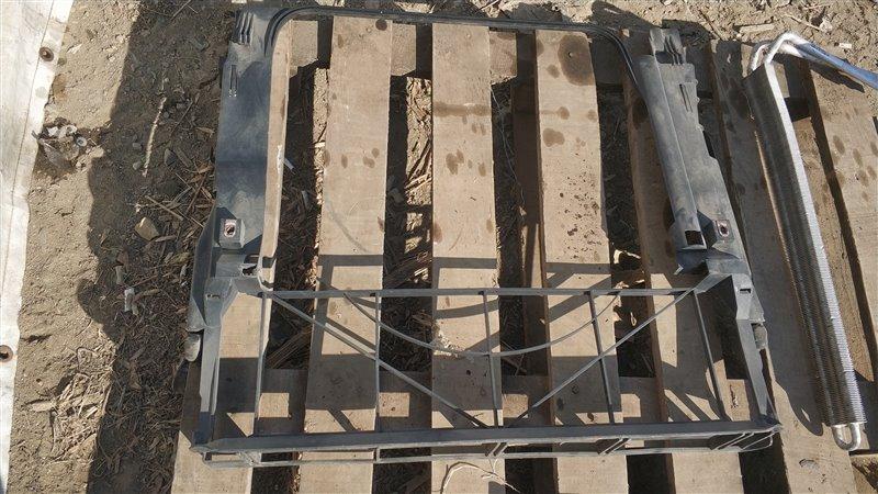 Пластм. защита над радиатором Bmw X5 E53 M54B30 2005