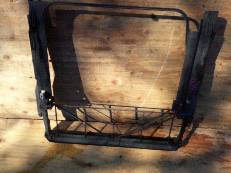 Пластм. защита над радиатором Bmw X5 E53 M54B30 2006
