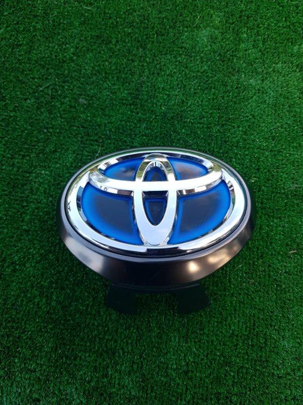 Логотип эмблема лейбл Toyota Sai AZK10 2AZFXE 2015