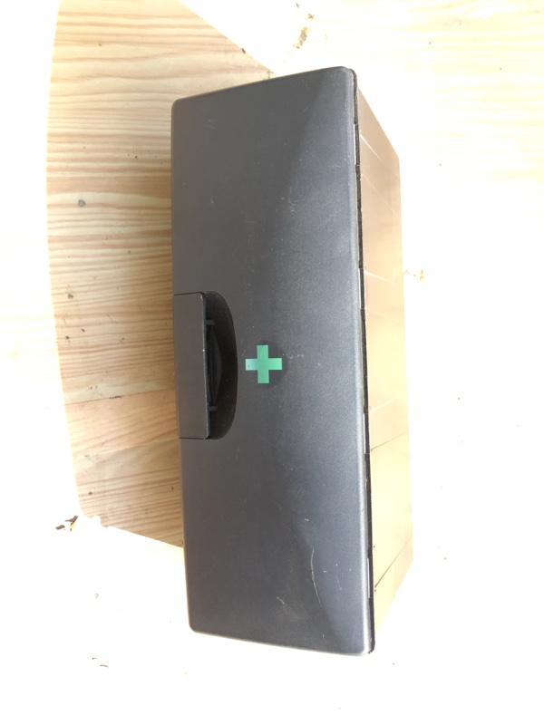 Аптечка Bmw X5 E53 M62B44 2002