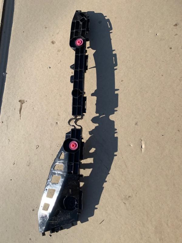 Крепление бампера Toyota Prius ZVW55 2ZR-FXE 2019 левое
