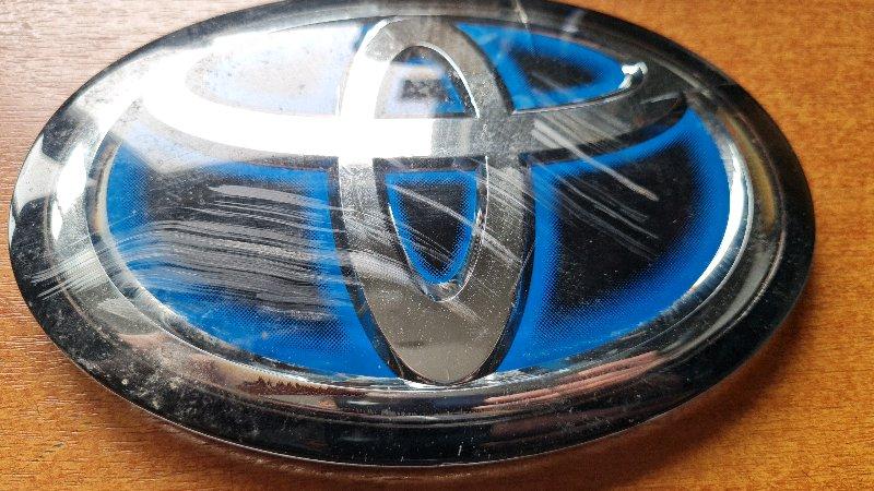 Логотип эмблема лейбл Toyota Prius ZVW55 2ZR-FXE 2019 передний