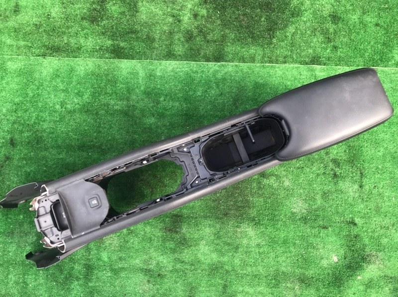 Бардачок между сиденьями Honda Vezel RU1 L15B 2014