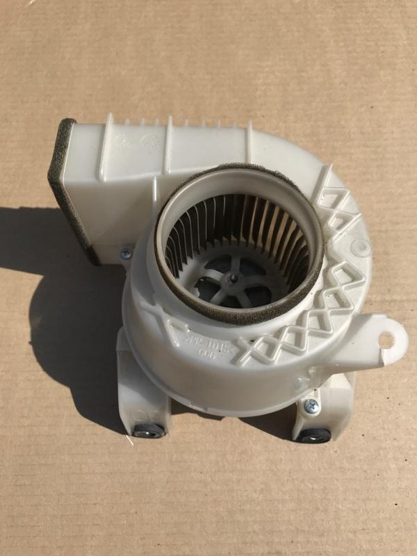 Мотор охлаждения батареи Toyota Crown AWS210 2ARFSE 2013