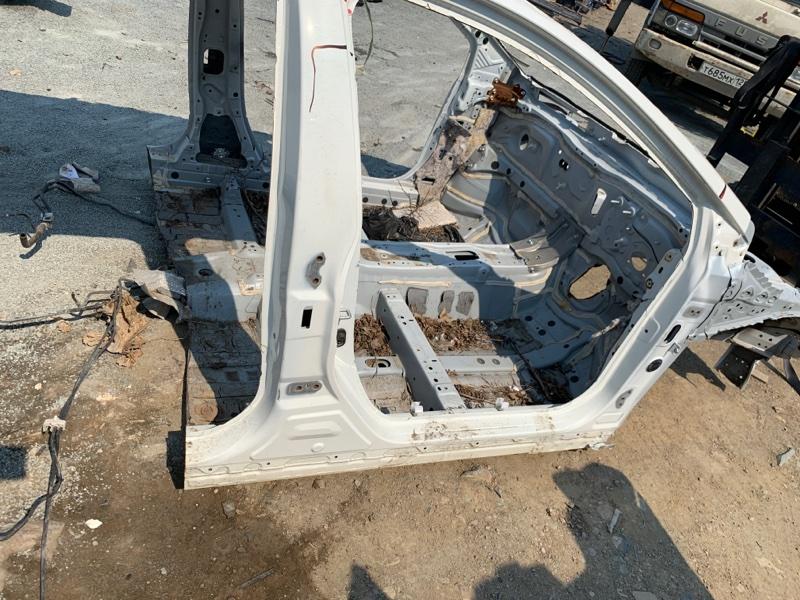 Порог Toyota Corolla Touaring ZWE211W 2ZR-FXE 2019 правый