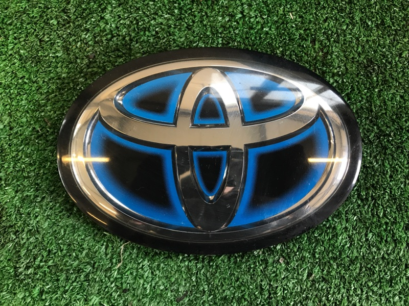 Логотип эмблема лейбл Toyota Prius ZVW51 2ZR-FXE передний