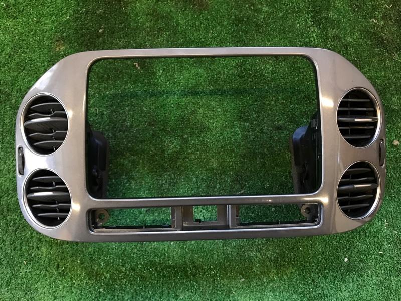 Консоль магнитофона Volkswagen Tiguan 2012
