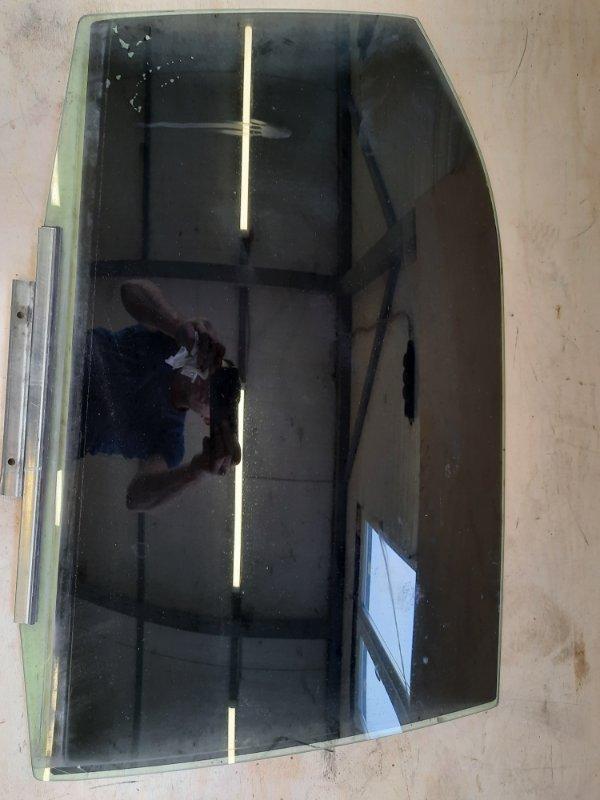 Стекло двери Toyota Camry AVV50 2ARFXE 2500CC 16-VALVE DOHC EFI 2011 заднее правое
