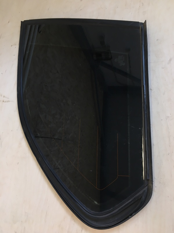 Стекло собачника Bmw X5 E53 M54B30 2003 (РЕСТ) заднее правое