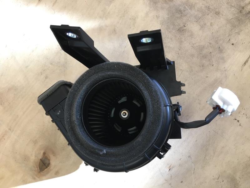 Мотор охлаждения батареи Toyota Prius ZVW55 2ZR-1NM-1MM 2019