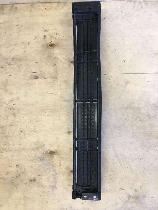 Решетка в бампер Toyota Prius ZVW55 2ZR-1NM-1MM 2019 передняя