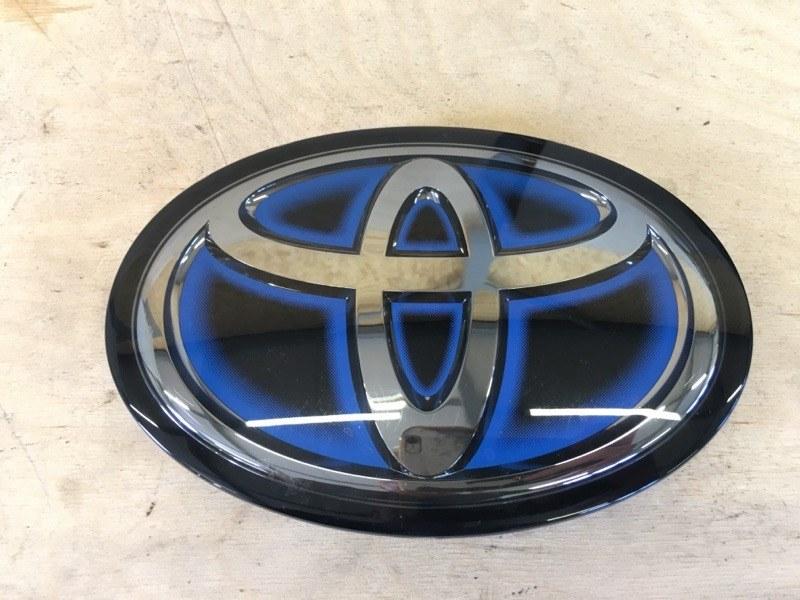 Логотип эмблема лейбл Toyota Prius ZVW55 2ZR-1NM-1MM 2019 передний