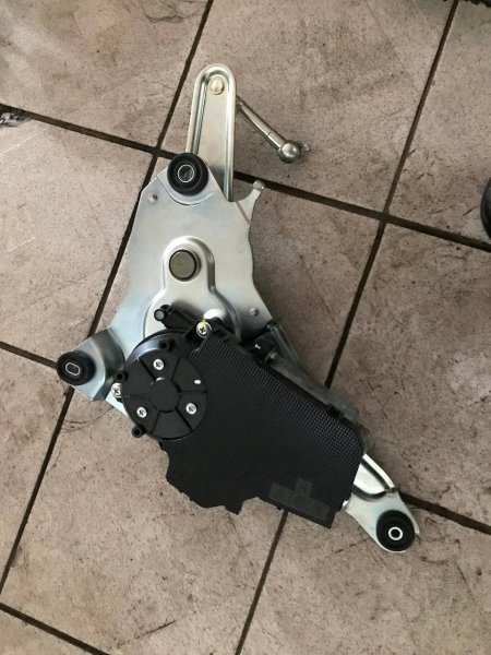 Моторчик подъема крышки багажника Lexus Ls460 USF40 2URFSE (б/у)