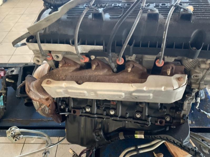 Коллектор выпускной Ford F-150 1FTFW1R67DFA90790 6.2L OHC 2014 правый (б/у)