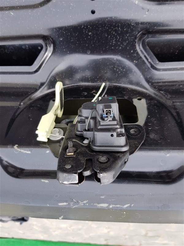 Замок двери багажника Dodge Challenger EGG 2016 (б/у)