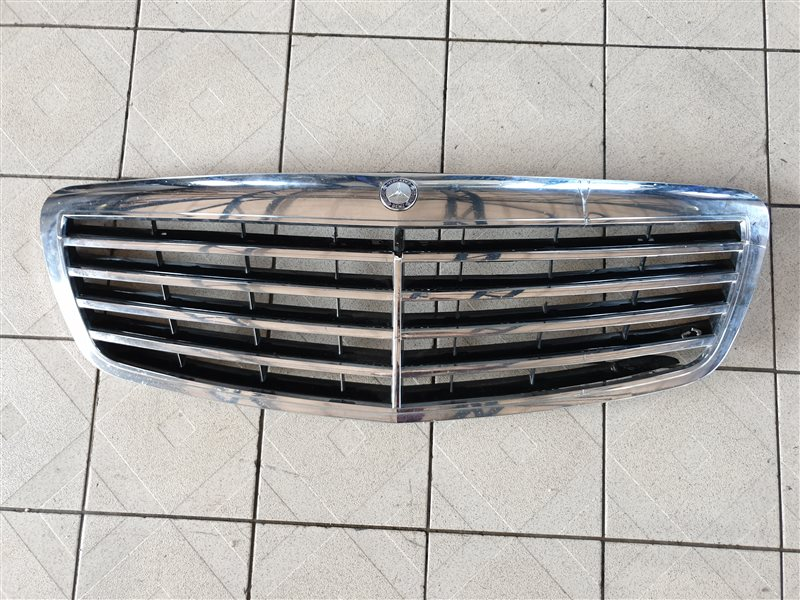 Решетка радиатора Mercedes-Benz S-Class W221 M273 E55 2008 (б/у)
