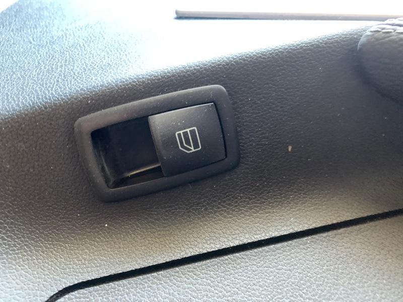 Кнопка стеклоподъемника Mercedes-Benz M-Class W164 M272 2008 задняя левая (б/у)