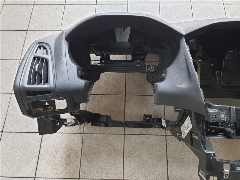 Дефлектор воздушный Ford Focus BK XQDA 2013 левый (б/у)