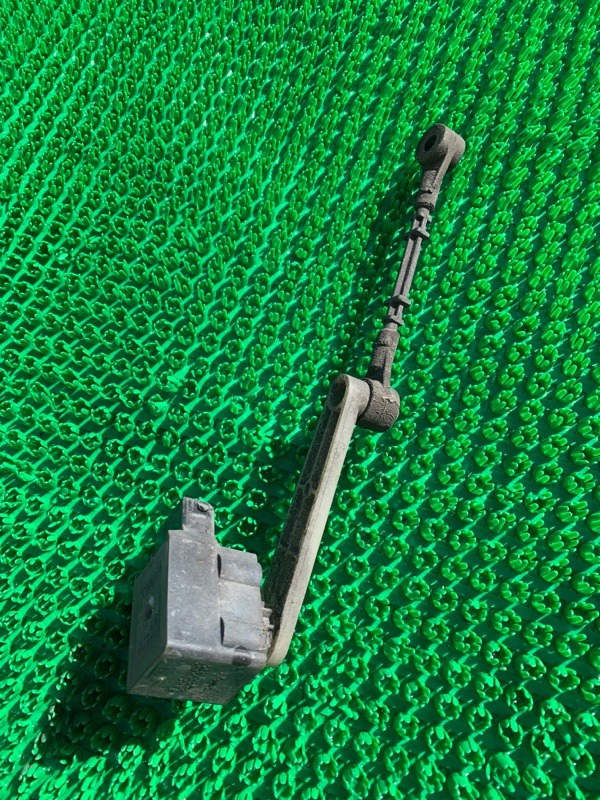 Датчик высоты подвески Land Rover Range Rover Sport L320 448PN 2007 задний (б/у)