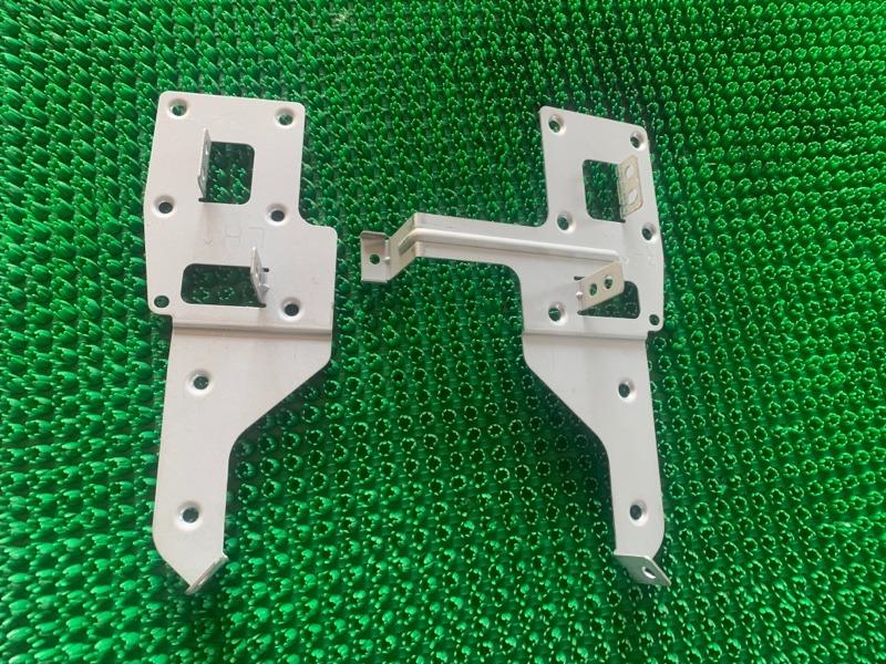Крепление магнитолы Infiniti Fx35 S50 VQ35DE 2005 (б/у)