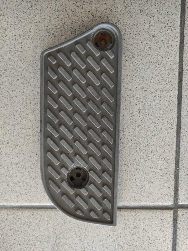 Подставка под ногу Toyota Land Cruiser Cygnus UZJ100 2005 правая (б/у)