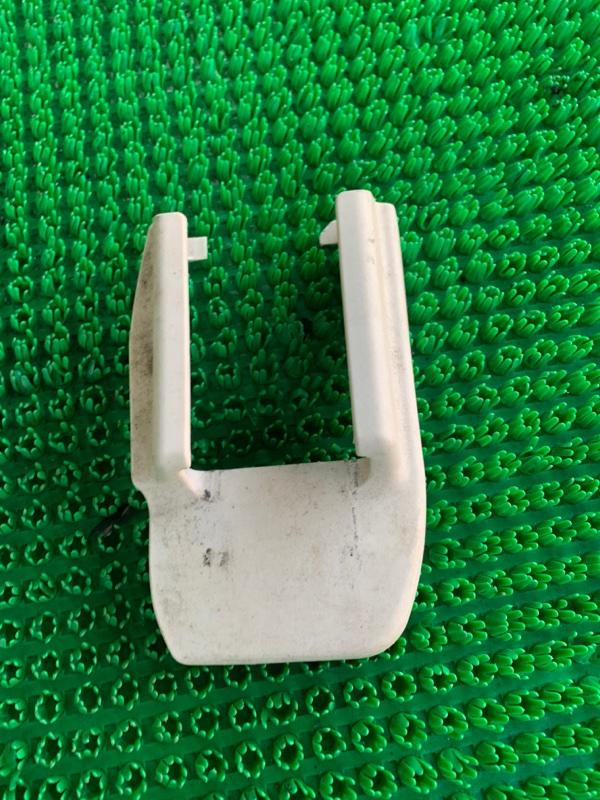 Крышка петли сиденья Lexus Ls460 USF40 1URFSE 2006 (б/у)