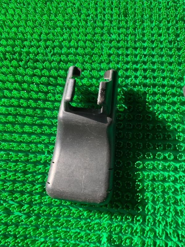 Крышка петли сиденья Toyota Fj Cruiser GSJ15 1GRFE 2005 (б/у)