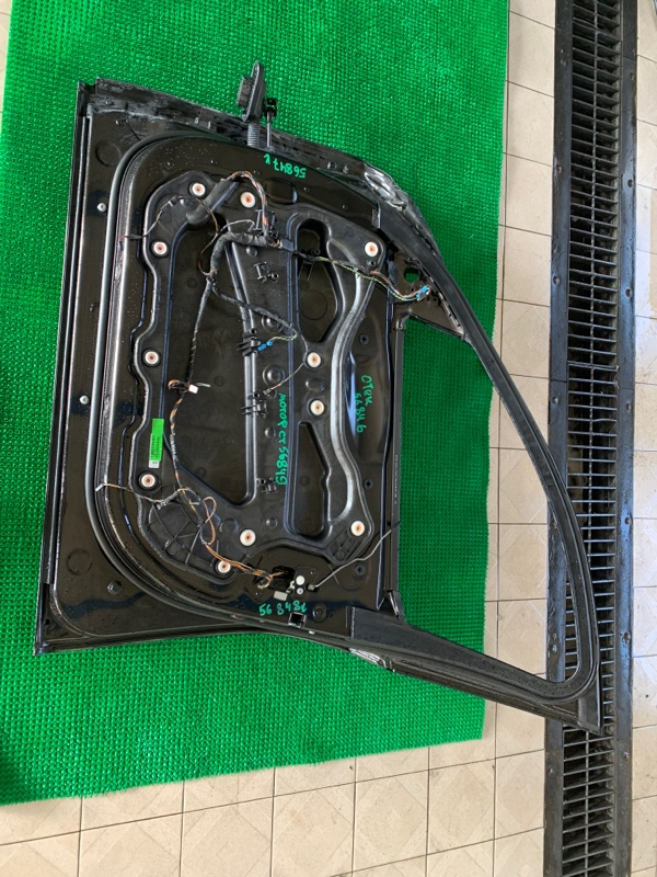 Уплотнитель двери Bmw 7-Series F01 N63B44 2008 передний правый (б/у)