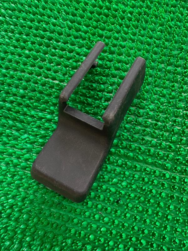 Крышка петли сиденья Lexus Rx GGL15 2GRFE 2010 правая (б/у)