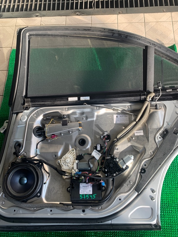Шторка стекла Mercedes-Benz S-Class W221 M273E55 2007 задняя правая (б/у)