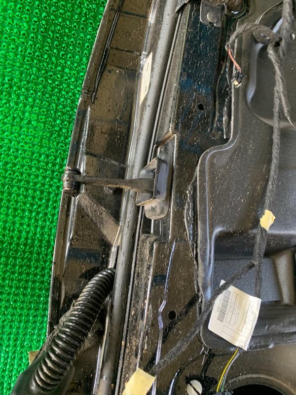 Ограничитель двери Land Rover Range Rover L322 448PN 2003 задний правый (б/у)