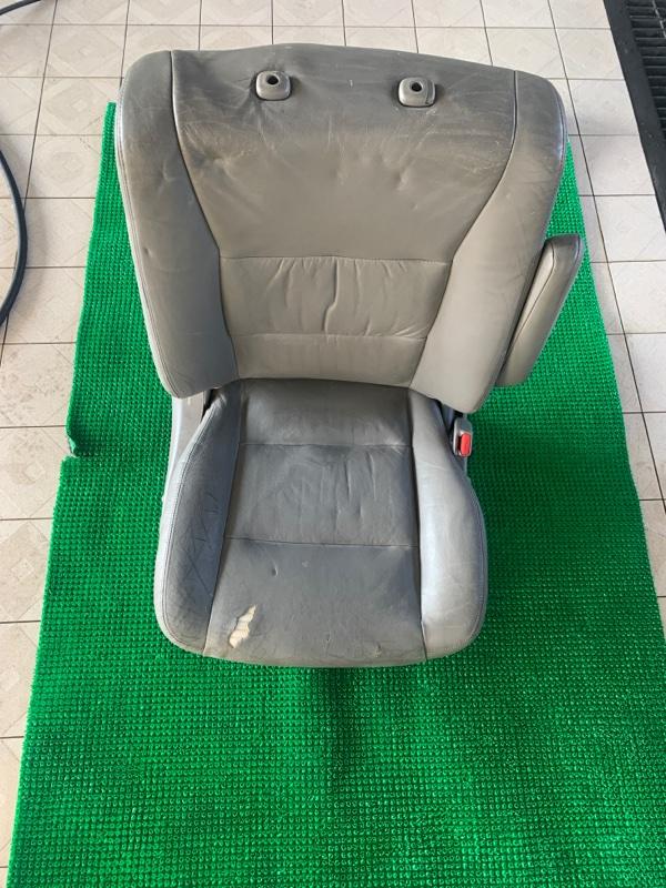 Сиденье Toyota Land Cruiser UZJ100 2UZFE 2002 переднее правое (б/у)