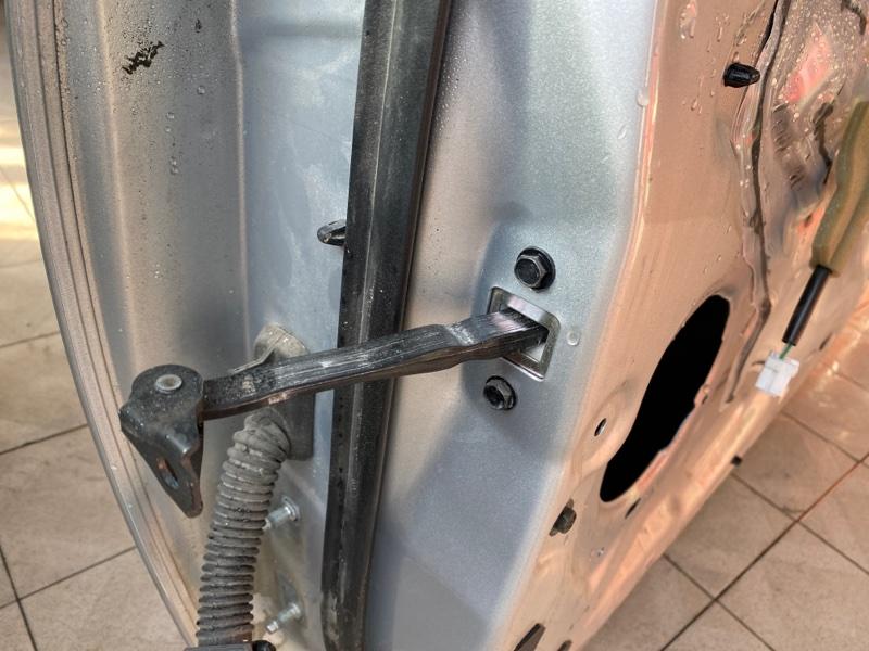 Ограничитель двери Nissan Murano Z52 QR25DER 2016 передний правый (б/у)