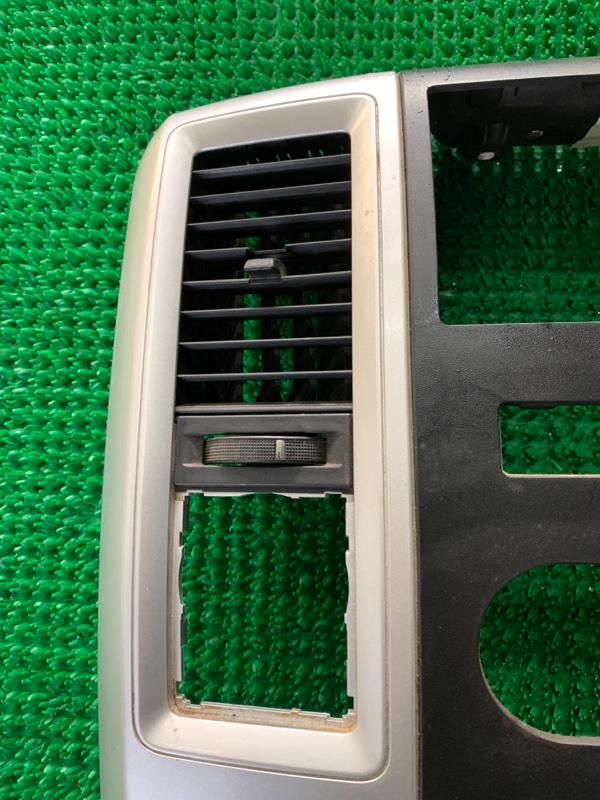 Дефлектор воздушный Dodge Ram DJ EKG 2011 левый (б/у)