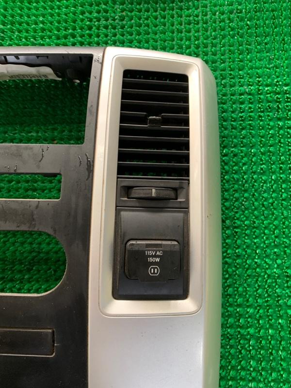 Дефлектор воздушный Dodge Ram DJ EKG 2011 правый (б/у)